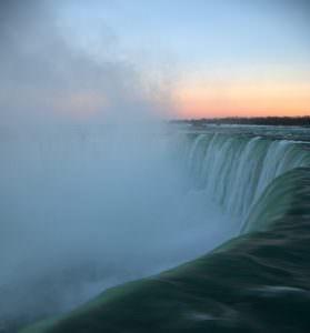Wodospad Niagara o zachodzie
