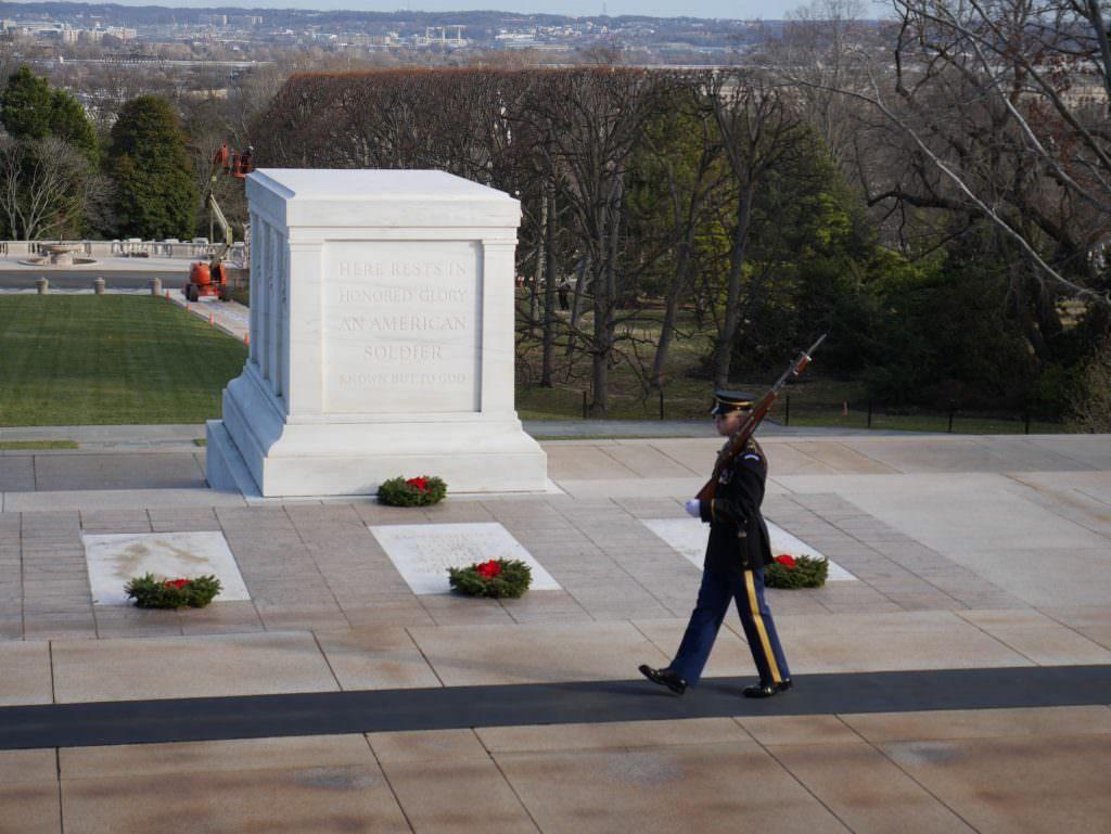Warta przy Grobie Nieznanego Żołnierza