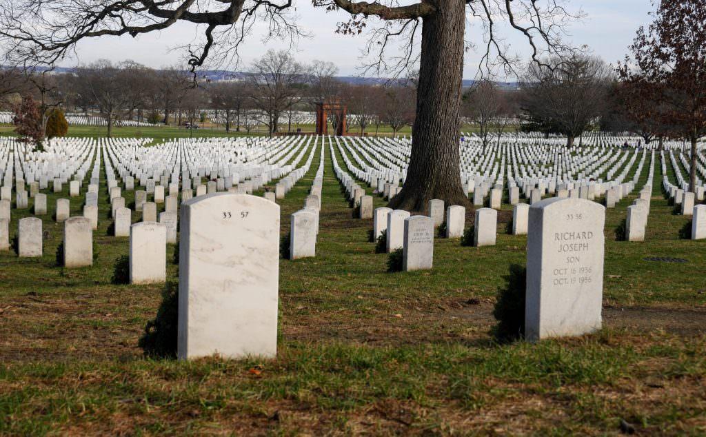 Symetria na cmentarzu w Arlington