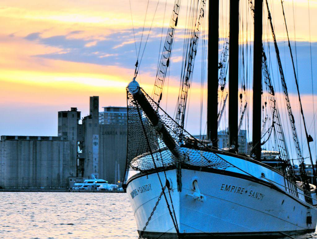 Port z widokiem na miasto
